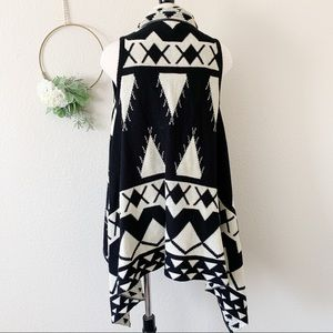 Forever 21 Sweaters - Forever 21 Aztec Sleeveless Cardigan Sweater Small